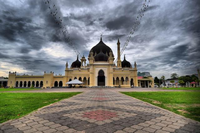 masjid-zahir-on-the-island-of-sumatra-in-indonesia21