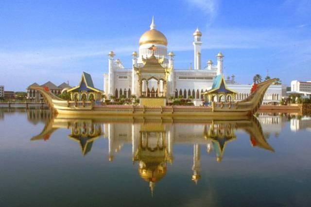 mosque-in-brunei-sultan-omar-ali-saifuddin-mosque-1