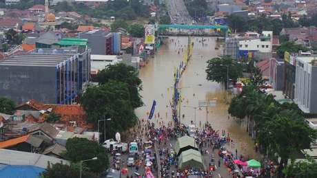 Ini Perbandingan Banjir Jakarta 2013 dan 2014 | Januar Ishaq